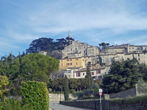 Approaching Bonnieux