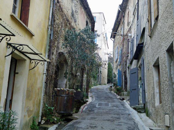 Bonnieux - Rue Voltaire