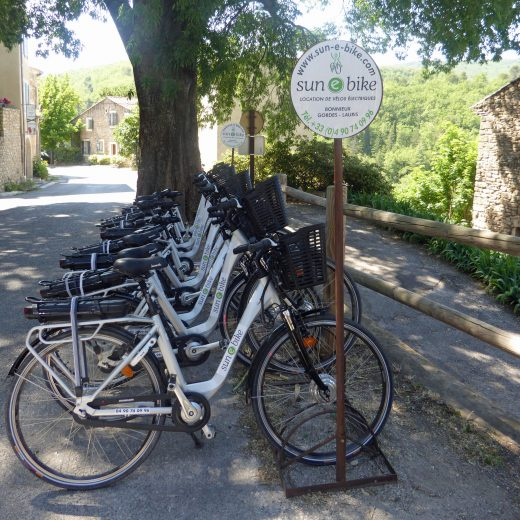 Electric bikes for rent in Bonnieux